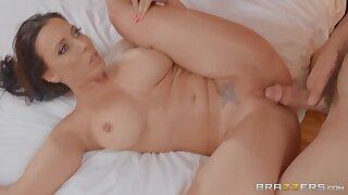 Naked Cougar Rachel Starr takes hard throbber of Charles Dera