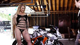 Be in charge biker milf jizzed