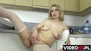 Polskie porno - W kuchni lubię tylko seks