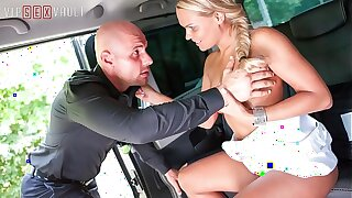 VIP SEX VAULT - Cheating Taxi Driver Has Sex With His MILF Customer Barra Brass