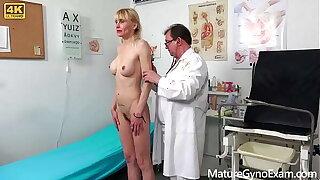 Kinky gynecologist Tim Wetman examines old vaginas